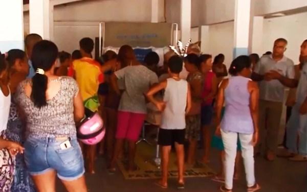 Sepultamento de Letícia foi velado no salão paroquial da igreja São João Batista, em Itabela — Foto: Reprodução/TV Santa Cruz