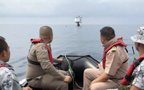 A Marinha da Tailândia afirma que a estrutura foi construída sem permissão das autoridades — Foto: BBC/Marinha da Tailândia