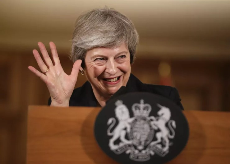 Theresa May defende acordo sobre o Brexit com a União Europeia em entrevista — Foto: AP/Matt Dunham