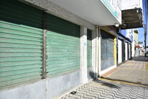 Comércio foi fechado durante pandemia do coronavírus em Natal — Foto: Elisa Elsie