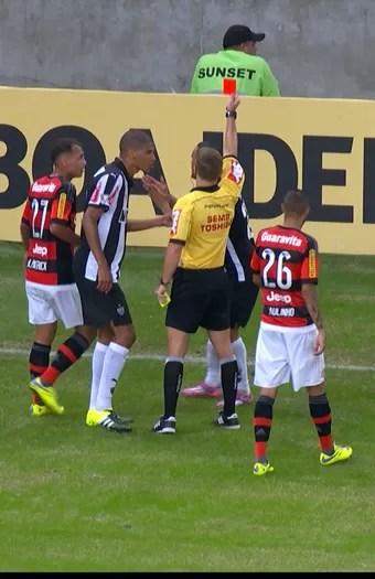 Patric, lateral do Atlético-MG (Foto: Reprodução / Premiere)