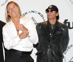 Iggy Pop e Scott Asheton, do The Stooges, em 2010 (Foto: STEPHEN LOVEKIN / GETTY IMAGES NORTH AMERICA / AFP)