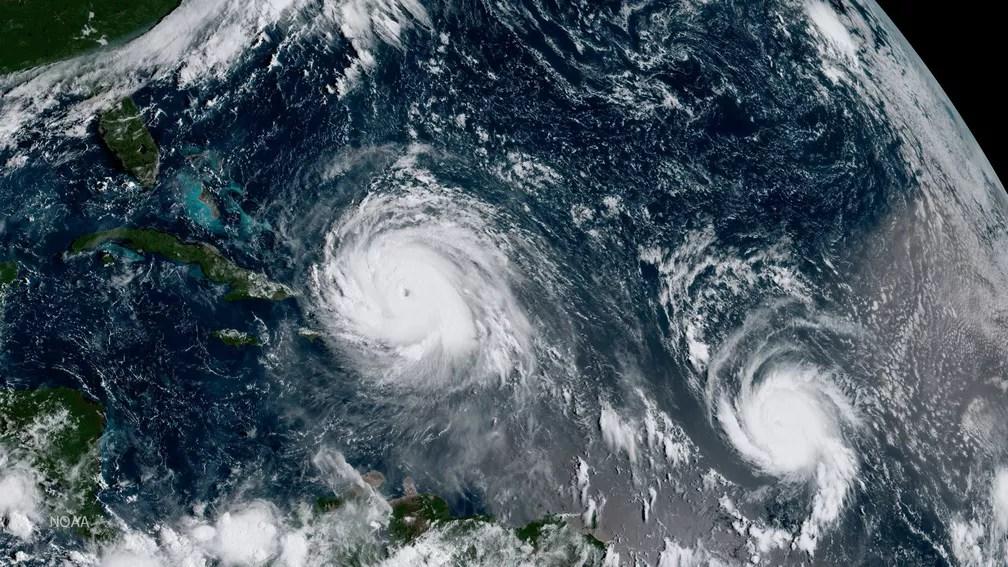 Imagem de satélite mostra o furacão Irma (esquerda) e o furacão Jose no Oceano Atlântico (Foto: NOAA/Handout via REUTERS)