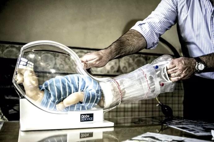 Odón em ação: O aparelho é primeira grande inovação no ramo da obstetrícia nos últimos 400 anos (Foto: Enrico Fantoni)