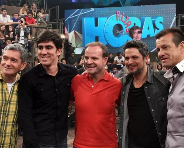 Serginho posa com Marcelo Adnet, Rubinho, Alejandro Sanz e Dunga (Foto: TV Globo/Altas Horas)