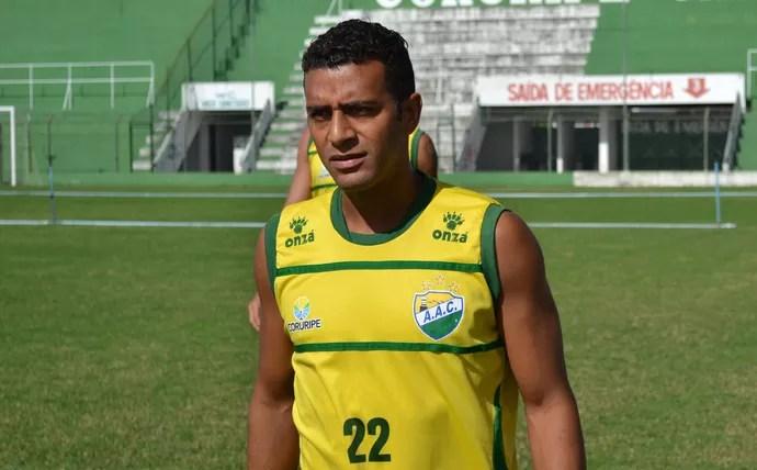 Rafael Granja estreou com gol e vitória pelo Coruripe (Foto: Jota Rufino/GloboEsporte.com)