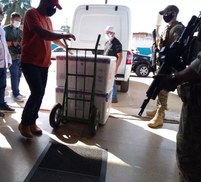 Chegaram a Rondônia mais de 51 mil doses de vacinas contra Covid-19 nesta terça-feira (18) — Foto: Eduarda Dejan/Rede Amazônica