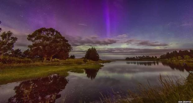 A lagoa Waldronville em Otago, na Nova Zelândia, é o cenário para essa foto de Ian Griffin que mostra a Estação Espacial Internacional passando no campo de visão (Foto: Ian Griffin)