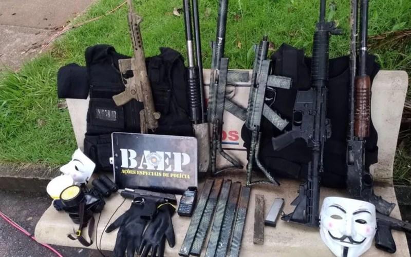 Armas, coletes e munições apreendidas pela Polícia Militar na operação da última quarta-feira (28) em Campinas (Foto: Batalhão de Operações Especiais da Polícia Militar (Baep)/Divulgação)