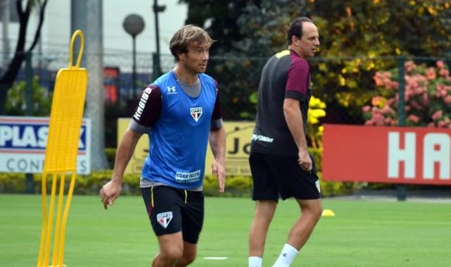 Lugano tem jogado pouco, mas ajuda Ceni a blindar os mais jovens do elenco (Foto: Erico Leonan / site oficial do SPFC)