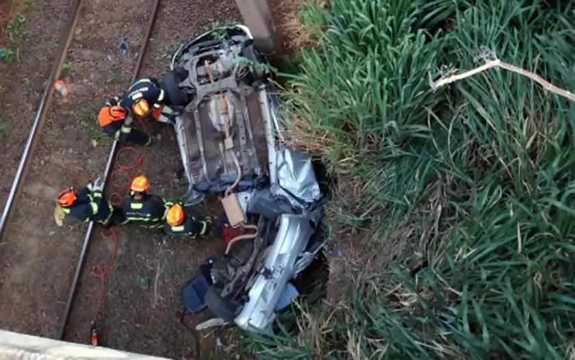 Corpo de Bombeiros resgatam corpos em acidente no km 127 da Rodovia Luiz de Queiroz, em Americana — Foto: Corpo de Bombeiros/Divulgação