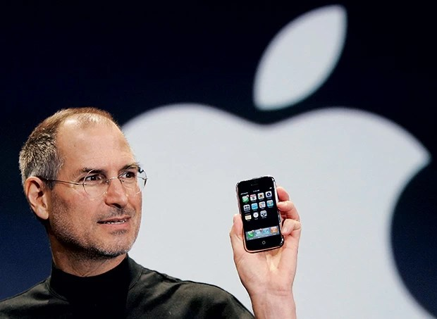 steve_jobs_iphone_2007.jpg