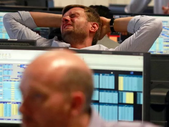 Reação em uma empresa de corretagem no centro financeiro de Londres depois da Grã Bretanha ter decidido sair do Reino Unido (Foto: Russell Boyce/ Reuters)