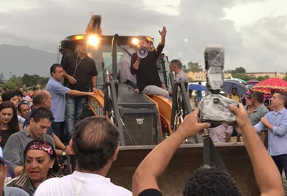Cid Gomes organiza ato contra manifestação de policiais que tentam impedir atuação da categoria — Foto: Arquivo pessoal
