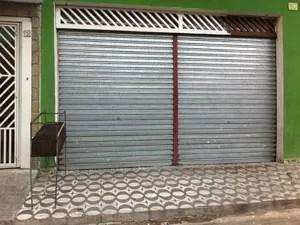 Churrasqueira em frente a bar onde ocorreu chacina (Foto: Kleber Tomaz/G1)