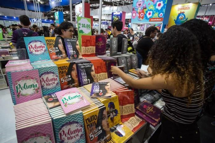 Dica é comparar os preços em lojas diferentes e reunir pais para fazer compra em grande quantidade. — Foto: Fábio Tito/G1