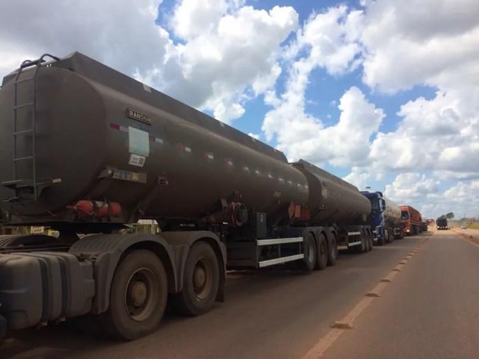 Expectativa do sindicado é que situação dos combustíveis seja normalizada na terça (29) devido ao apoio da PRF-AC (Foto: Guilherme Barbosa/Rede Amazônica Acre)