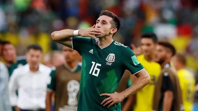 Hector Herrera aguarda após o fim de jogo entre México x Suécia