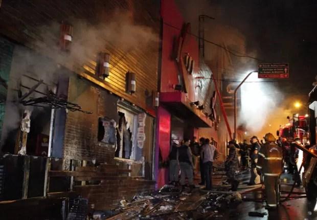 Dezenas de pessoas morreram e centenas ficaram feridas em incêndio (Foto: Germano Roratto/Agência RBS)