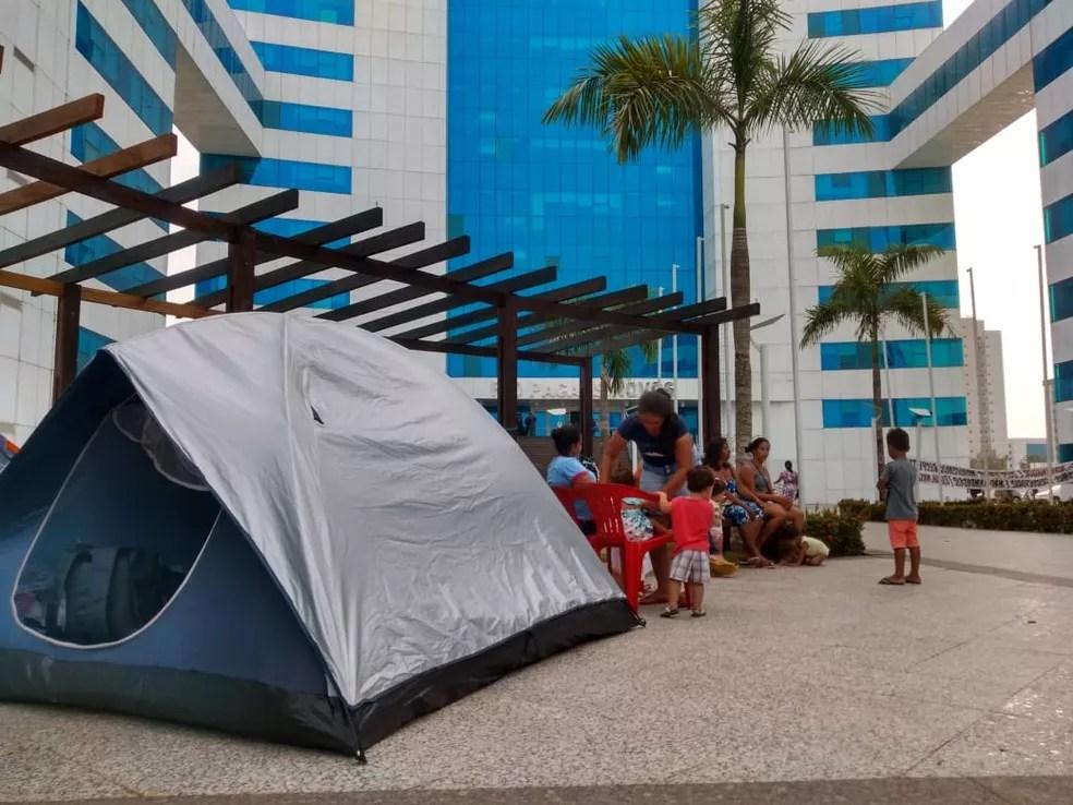 Sem terras montam acampamento em frente ao CPA  — Foto: Jheniffer Núbia/G1