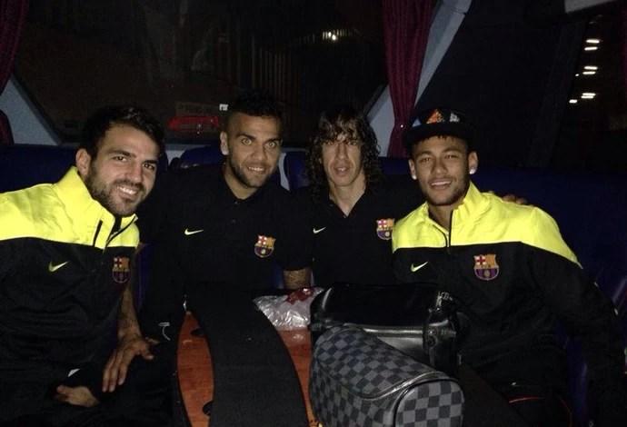 Neymar e jogadores do Barcelona de noite (Foto: Reprodução / Facebook)