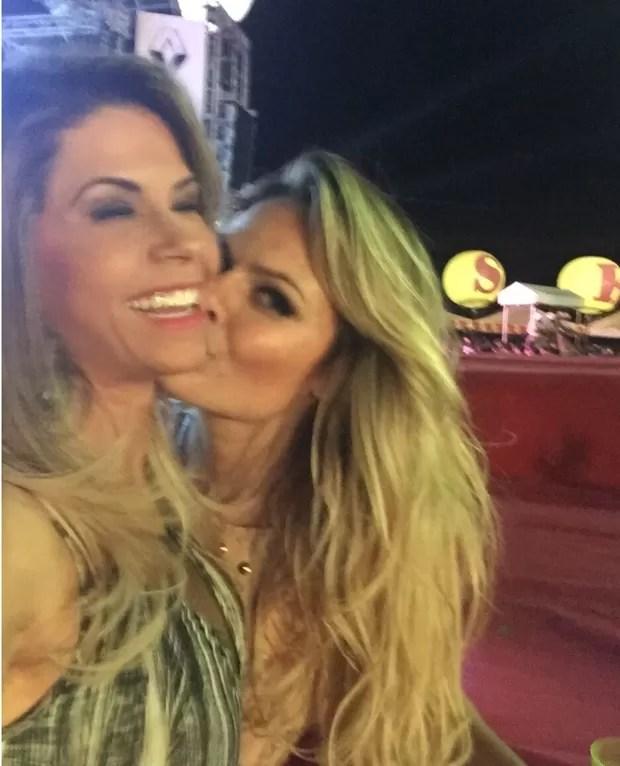 Cacau Colucci e Natalia Casassola se divertem em festa (Foto: Divulgação)