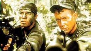 Militar americano se junta a burocrata para perigosa missão nas selvas do Panamá: eliminar um rebelde que põe em risco a democracia local.