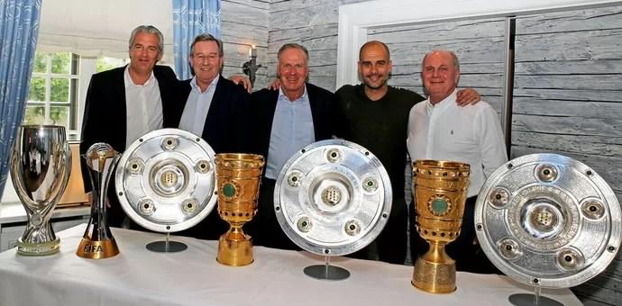 Pep Guardiola, Karl Hopfner, Uli Hoeneb e Jorg Wacker (Foto: Divulgação / Bayern de Munique)