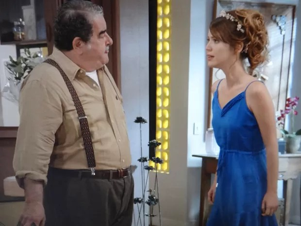 Laura e Vicente discutem sobre mãe biológica da jornalista (Foto: Gshow)