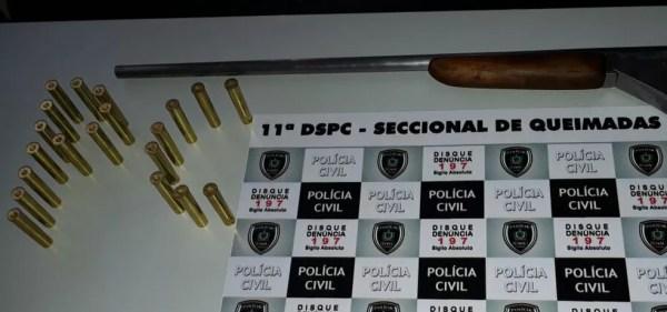 Uma espingarda calibre 32 e várias munições também foram encontradas. (Foto: Danilo Orengo/ Polícia Civil )
