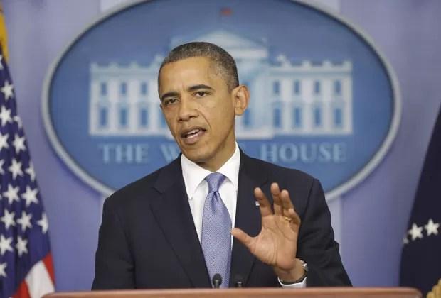 O presidente dos EUA, Barack Obama, fala sobre o furacão Sandy nesta segunda-feira (29) na Casa Branca (Foto: AP)