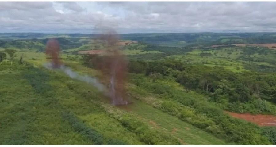 Pista clandestina destruída na fronteira com o Brasil — Foto: Ministério Público do Paraguai/Divulgação