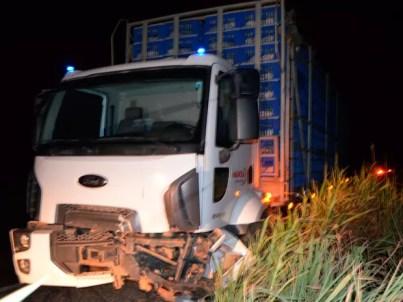 Condutor do caminhão não sofreu ferimentos, segundo PRF (Foto: Wesley Santos/Blog Vilares)