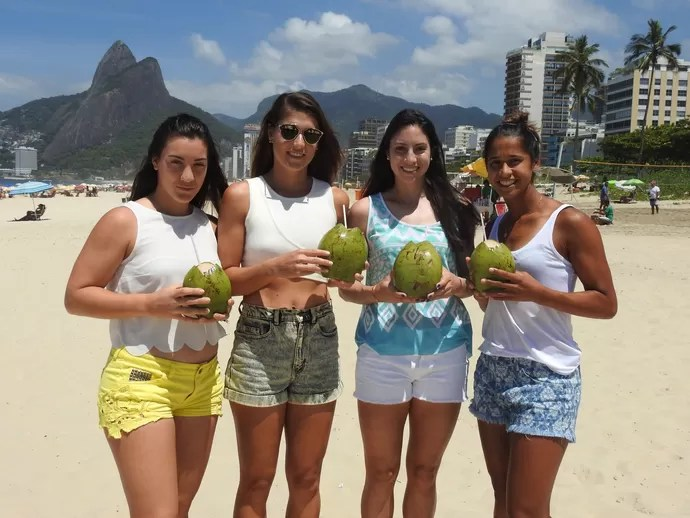 Teliana Pereira, Soarana Cirstea, Danka Kovinic e Christina McHale na praia de Ipanema (Foto: Thiago Quintella)