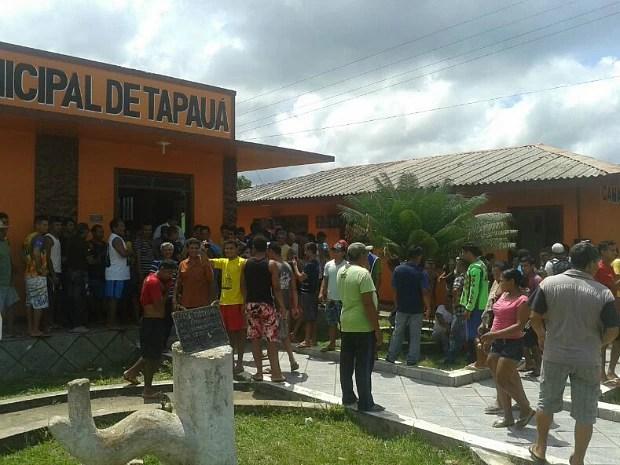 Confusão começou na Câmara Municipal (Foto: Enoque Lima/VC no G1)
