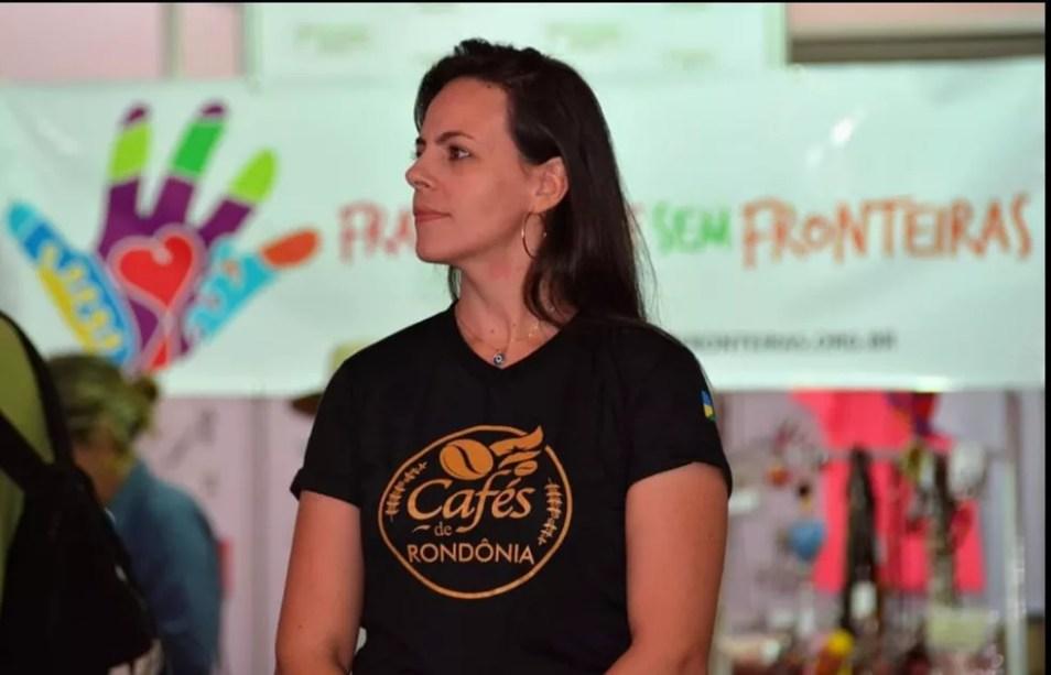 A jornalista é editora das revistas que são consideradas portfólio da Cafeicultura na Amazônia — Foto: Arquivo pessoal