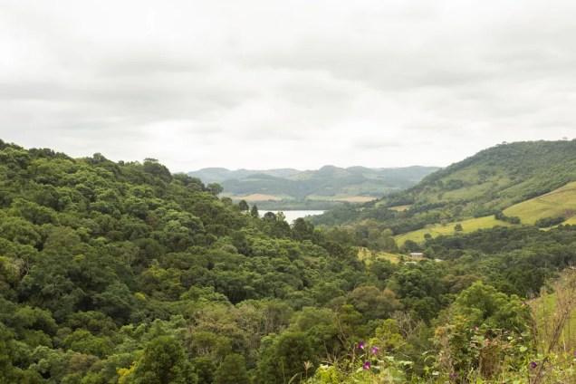 O rio Canoas, em Anita Garibaldi, é um dos locais acometidos pelo mexilhão-dourado em Santa Catarina — Foto: Celso Tavares/G1