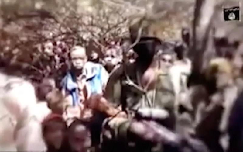 Meninos que teriam sido sequestrados pelo Boko Haram aparecem em vídeo divulgado pelo grupo na quinta-feira (17) — Foto: Boko Haram/Militant Video via AP