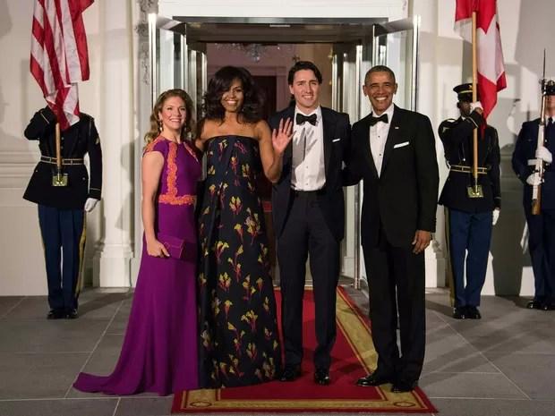 Barack e Michelle Obama recebem nesta quinta-feira (9) na Casa Branca, em Washington, o premiê canadense Justin Trudeau e sua esposa Sophie Gregoire Trudeau (Foto: Nicholas Kamm / AFP)