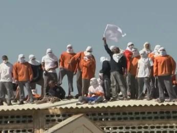 Presos reclamam da estrutura, alimentação e higiene da unidade (Foto: Reprodução RPC TV)