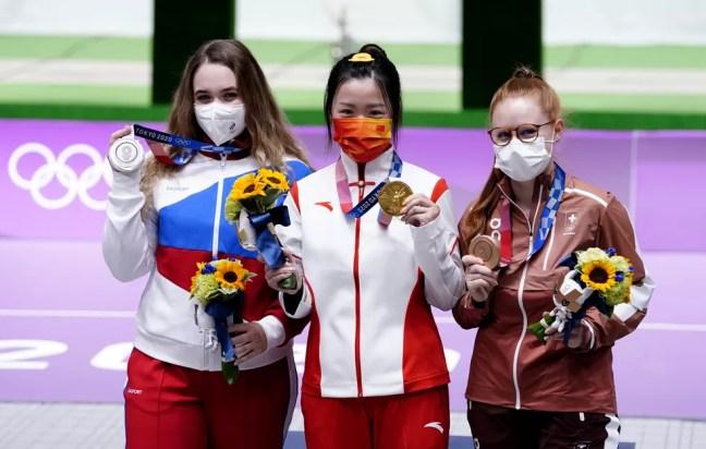 Anastasia Galashina (E), Qian Yang (C) e Nina Christen (D): pódio completo — Foto: Danny Lawson/PA Images via Getty Images