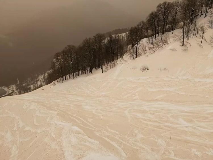 Areia misturada com neve está por trás do fenômeno — Foto: Margarita Alshina