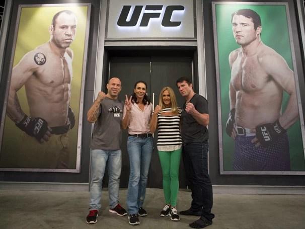 A campeã de vôlei Isabel acompanha Wanderlei, enquanto Hortência, estrela do basquete, auxilia Sonnen (Foto: Luiz Pires/Divulgação UFC)