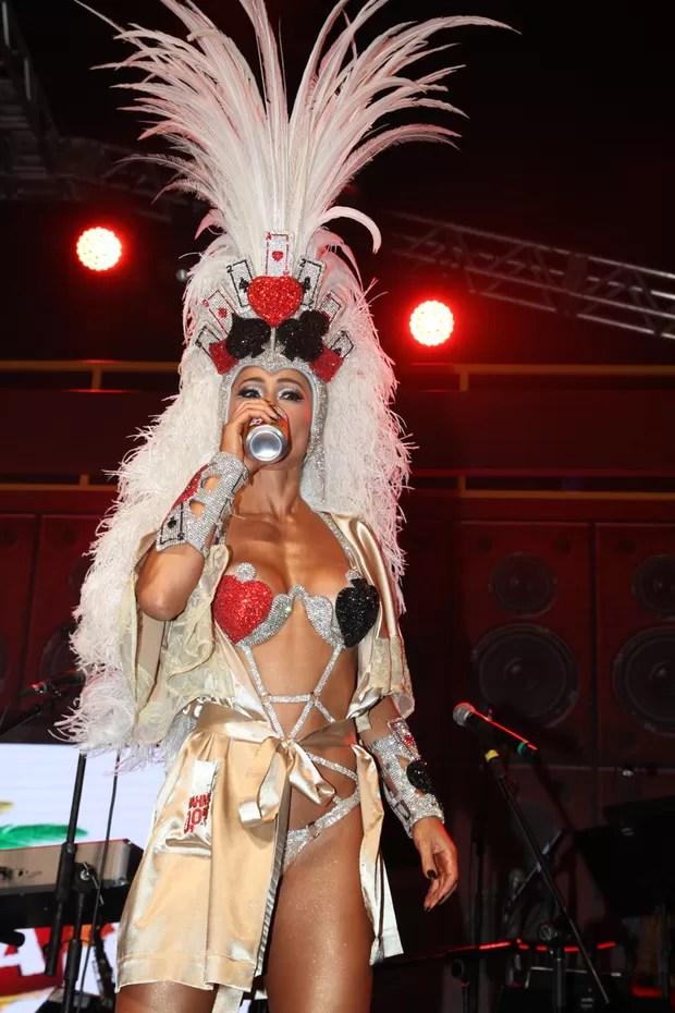 Sabrina Sato em São Paulo (Foto: Marcos Ribas e Amauri Nehn/ Photo Rio News )