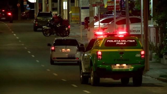 Polícia Militar fiscaliza toque de recolher durante a pandemia da Covid-19 em Teresina — Foto: Reprodução/TV Clube