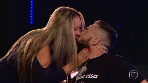 O aniversário de namoro do casal Suzy e Diego é no mesmo dia do acidente que o deixou paraplégico — Foto: TV Globo