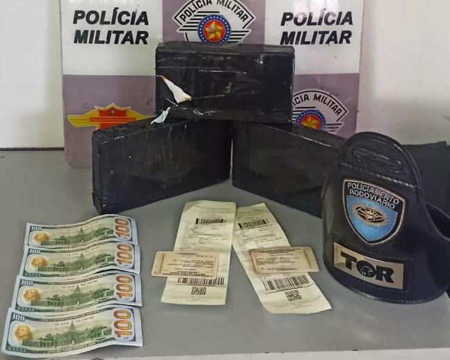 Polícia Rodoviária apreende tabletes de drogas da Bolívia na SP-280 em Itu — Foto: Polícia Militar/Divulgação