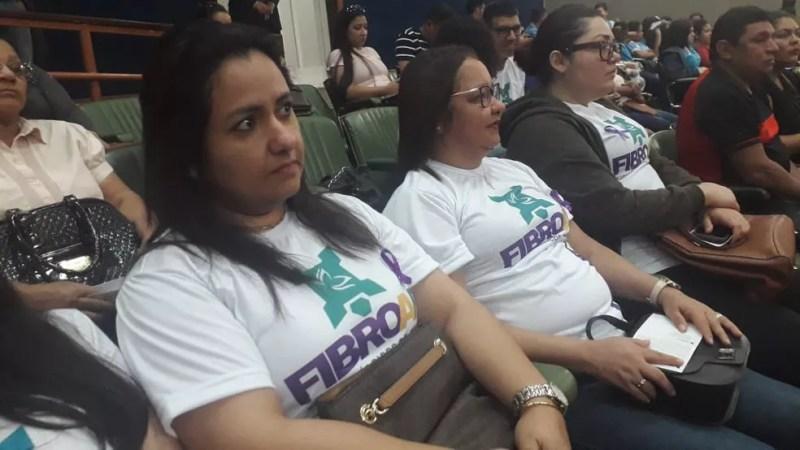 Professora Bianca Evangelista assiste audiência pública em Macapá — Foto: Victor Vidigal/G1