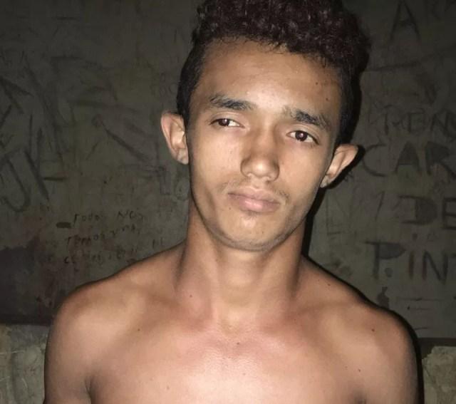 Carlos da Luz Ribeiro, de 19 anos, ajudou o menor a atear fogo na escola (Foto: Divulgação/Polícia Civil)