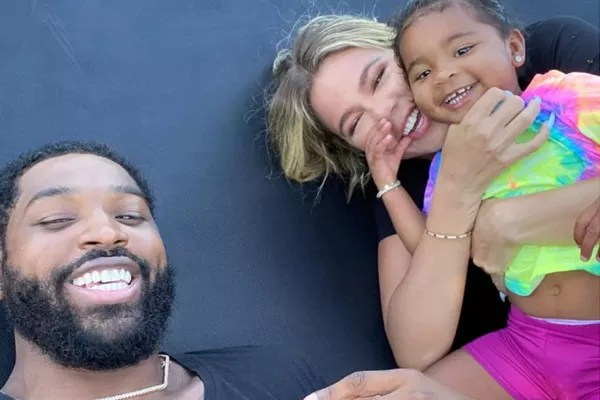Tristan Thompson and Khloé Kardashian with their daughter, True (Photo: Reproduction/Instagram)